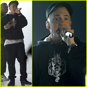 Eminem: 'Rap God' at YouTube Music Awards 2013 - Watch Now!