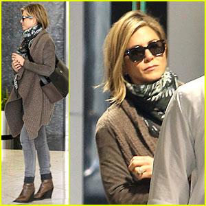 Jennifer Aniston Rocks Short Hair for Skin Care Clinic!