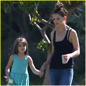 Katie Holmes & Suri Lounge Together in Green Point Urban Park
