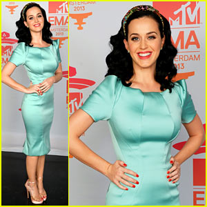 Katy Perry - MTV EMA 2013 Red Carpet