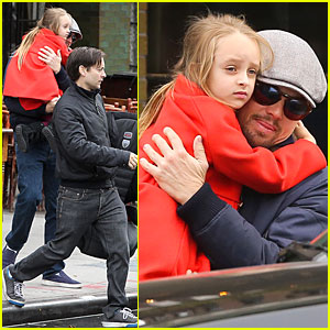 Leonardo DiCaprio Cares for Tobey Maguire's Daughter Ruby!