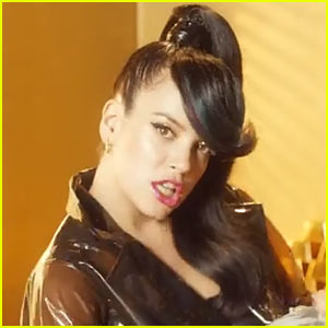 Lily Allen's 'Hard Out Here' Video Premiere - Watch Now!