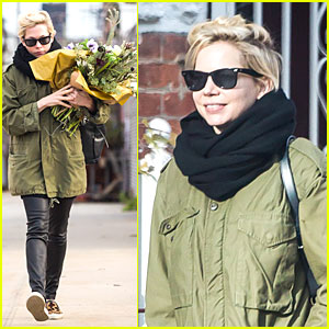Michelle Williams Brightens Weekend with Flowers!