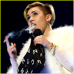 Miley Cyrus Lights Blunt on Stage, Wins MTV EMA Award (Video)
