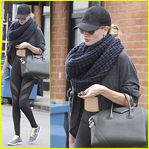 Rosie Huntington-Whiteley Wraps Week with Infinity Scarf!