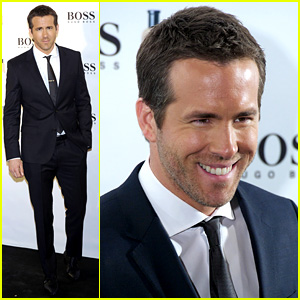 Ryan Reynolds Wears Suit, Tie, & Sexy Smile for 'Boss' Event
