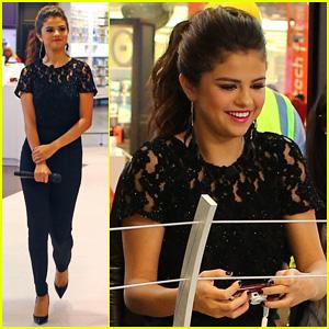 Selena Gomez: Verizon's Destination Store Opening!