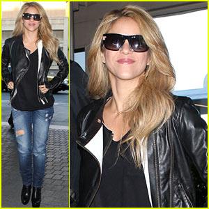 Shakira: Los Angeles Halloween Decorations Are Crazy!