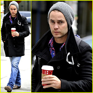 Taylor Kitsch: Bundled Up After Big Apple's First Snowfall!