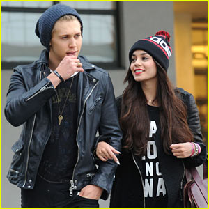 Vanessa Hudgens Links Arms with Austin Butler in the Big Apple!