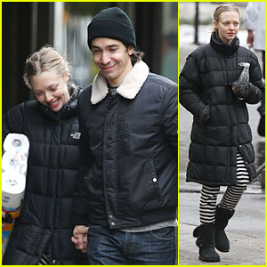 Amanda Seyfried & Justin Long Wrap Week with Toilet Paper!
