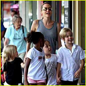 Angelina Jolie Goes Book Shopping with the Kids in Sydney!