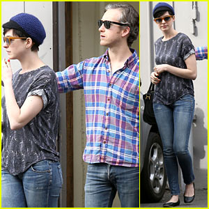 Anne Hathaway & Adam Shulman: Flat Tire After Vegan Lunch