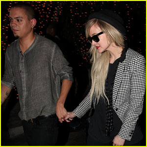 Ashlee Simpson & Evan Ross Hold Hands After Ago Dinner