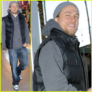 Charlie Hunnam Holiday Shops at the Apple Store!
