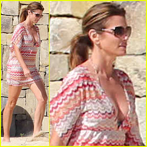 Cindy Crawford: Bikini Cover-Up at Cabo Beach Party!