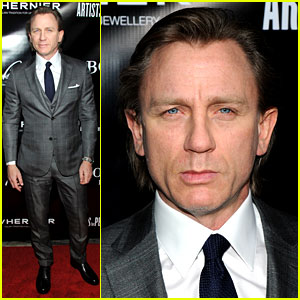 Daniel Craig: Artists for Peace & Justice NYC Holiday Benefit!