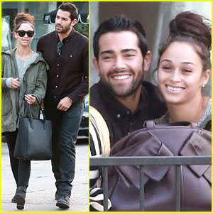 Jesse Metcalfe & Cara Santana Lunch with Their Pals!
