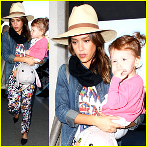 Jessica Alba & Daughter Haven Fly Away After Christmas