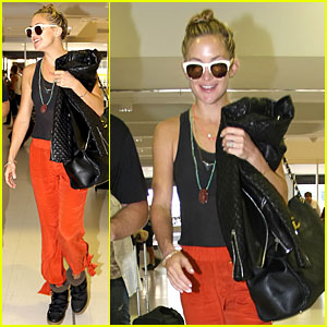 Kate Hudson: Bright Orange Sydney Departure!