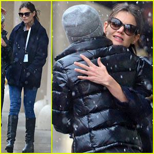 Katie Holmes Drops Off Suri During Snowy School Run!