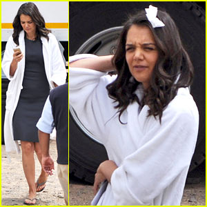 Katie Holmes Wears White Bow in her Hair for 'The Giver'!