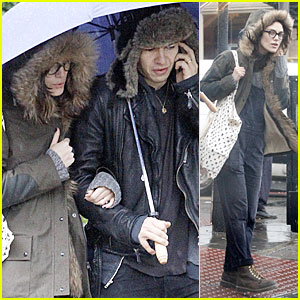 Keira Knightley & James Righton: Last Minute Holiday Shopping!