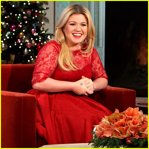 Kelly Clarkson on Pregnancy: I Vomit a Dozen Times a Day