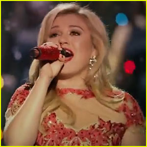 Kelly Clarkson's 'Underneath the Tree' Video Premiere – Watch Now ...