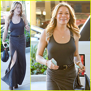LeAnn Rimes: Eventful Christmas Eve Shopping Trip!