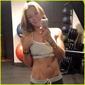 LeAnn Rimes Shows Toned Abs at Her 5am Workout!