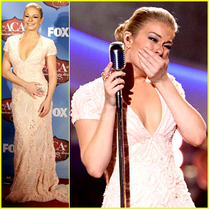 LeAnn Rimes Tears Up During Patsy Cline Tribute Performance