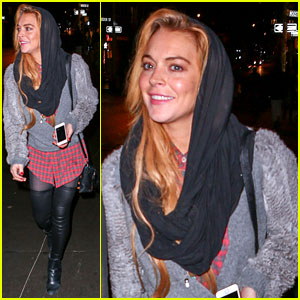 Lindsay Lohan Goes Pantless for Last Minute Shopping Trip