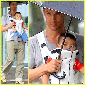 Matthew McConaughey: Rainy Post-Christmas Stroll with Livingston!