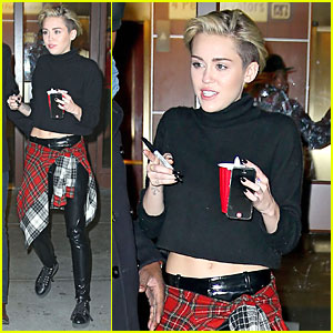 Miley Cyrus Signs Autographs After Z100's Jingle Ball 2013!