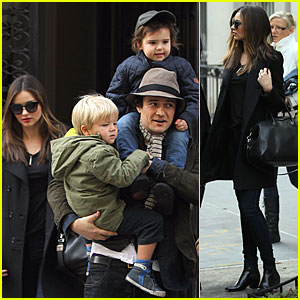 Miranda Kerr & Orlando Bloom: Christmas Eve with Flynn ... Orlando Bloom And Miranda Kerr Baby Flynn 2013