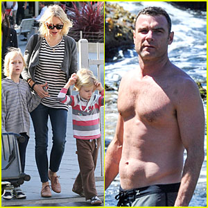 Naomi Watts & Liev Schreiber: Holidays in Sydney with the Boys!