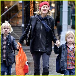 Naomi Watts Walks in the Rain with Sasha & Samuel!