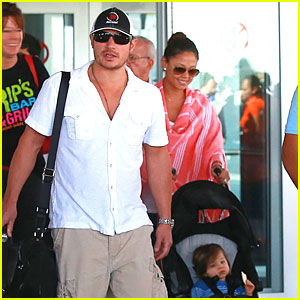 Nick Lachey: Cabo San Lucas Arrival with Wife Vanessa!