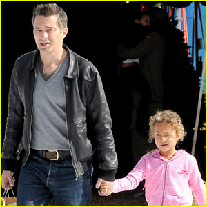 Olivier Martinez & Nahla Pick Out Family Christmas Tree!