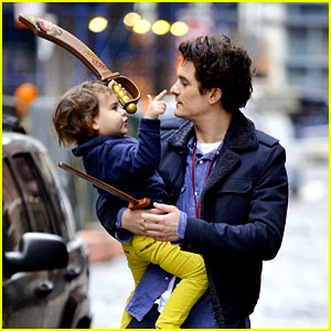Orlando Bloom & Flynn Play with Toy Swords in the Big Apple