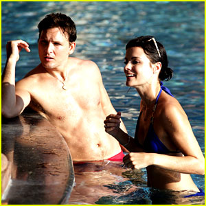 Peter Facinelli & Jaimie Alexander Bare Beach Bods in Mexico!