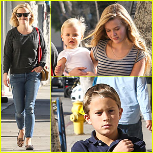 Reese Witherspoon: Friday Errands & Lunch with the Kids!