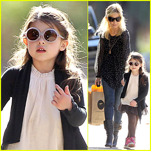 Sarah Michelle Gellar: Mommy & Me Class with Charlotte!