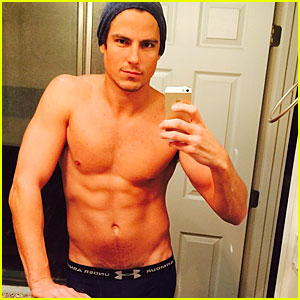 Sean Faris: Shirtless & Back in Shape After Shoulder Surgery!