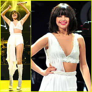 Selena Gomez Sports Short Wig for 106.1 KISS FM Jingle Ball!