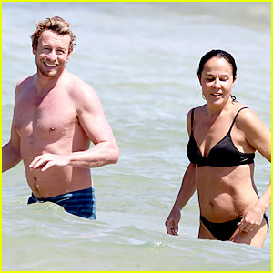 Simon Baker: Shirtless Beach Day with Wife Rebecca Rigg!
