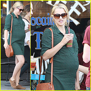 Teresa Palmer & Mark Webber: Family Lunch After Christmas!