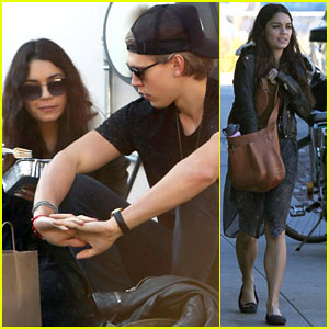 Vanessa Hudgens & Austin Butler: Lunchin' Lovebirds in Venice!
