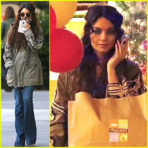 Vanessa Hudgens: Last Minute Holiday Shopping at Pet Store!